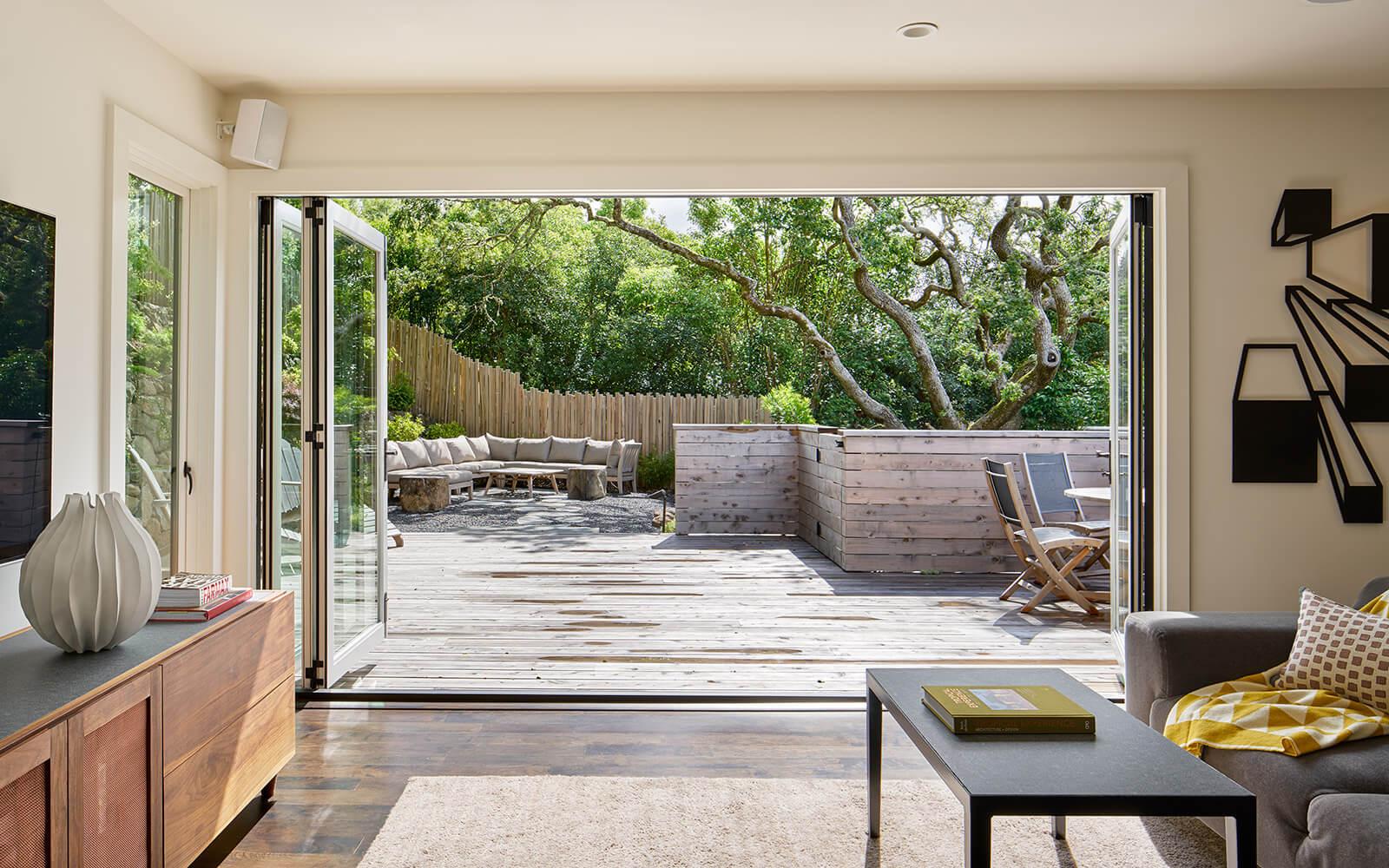 studio vara residential Kentfield living room folding doors